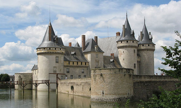 Discover One of France's Palatial Chateausthursday image